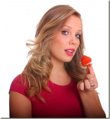woman_eat-strawberry
